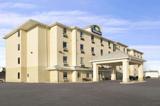 Days Inn by Wyndham Moose Jaw - Moose Jaw - Κτίριο
