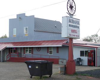 Broken Spoke Bunkhouse Motel - Glen Ullin - Building