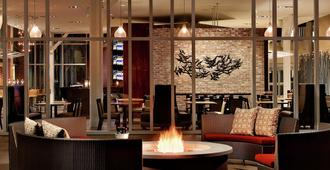 DoubleTree by Hilton Hotel and Suites Charleston Airport - נורת' צ'רלסטון - בניין