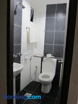 Oriental Inn - Kuching - Phòng tắm