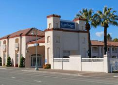 Travelodge by Wyndham Redding CA - Redding - Building
