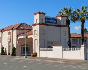 Travelodge by Wyndham Redding CA - Redding - Building