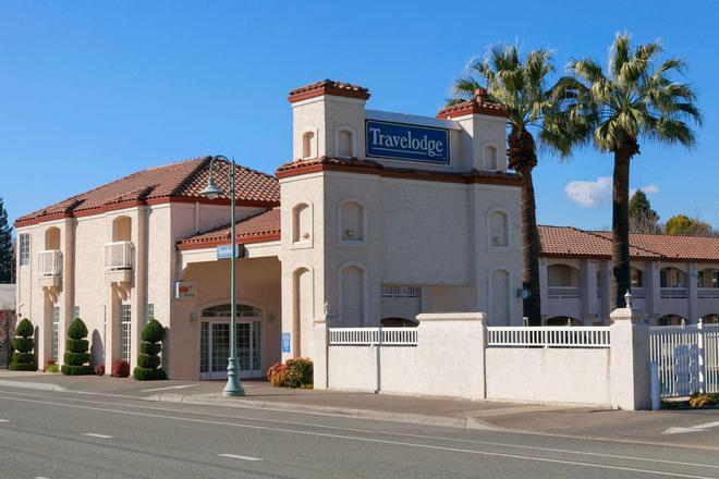 Travelodge by Wyndham Redding CA - Redding - Gebäude