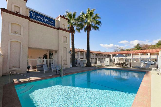 Travelodge by Wyndham Redding CA - Redding - Pool