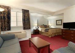 Travelodge by Wyndham Redding CA - Redding - Schlafzimmer