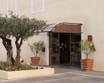 The Originals City, Hôtel Le Village Provençal, Aix-en-Provence Nord (Inter-Hotel) - Pertuis - Building