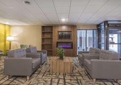 Quality Inn & Suites - Windsor - Lounge