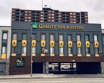 Quality Inn & Suites - Windsor - Building