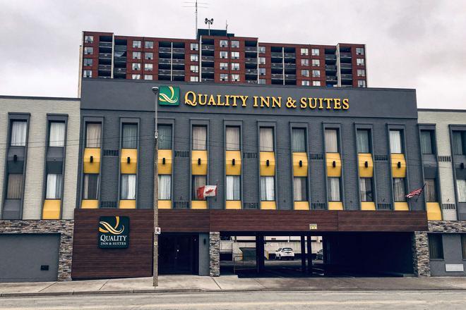 Quality Inn & Suites - Windsor - Edificio