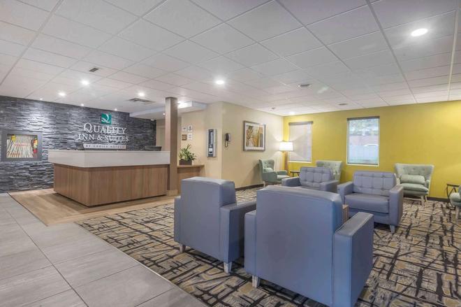 Quality Inn & Suites - Windsor - Lobby