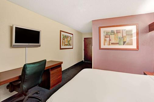 Microtel Inn & Suites by Wyndham Atlanta Airport - College Park - Bedroom