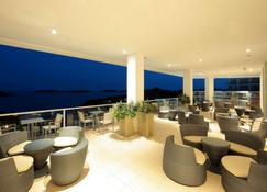 Amfora Hvar Grand Beach Resort - Hvar - Balkon