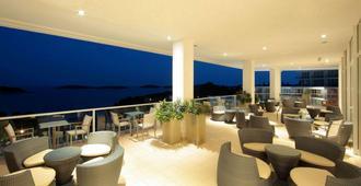 Amfora Hvar Grand Beach Resort - Hvar - Varanda
