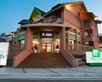 Holiday Inn & Suites Alpensia Pyeongchang - Pyeongchang - Building