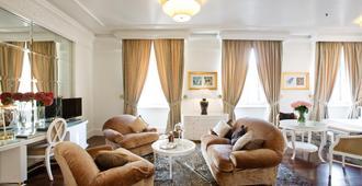 Hotel Majestic Roma - Rome - Living room