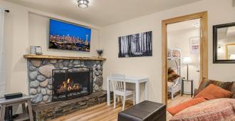 Wedgwood Cottage-- Family Friendly - Сиэтл - Гостиная
