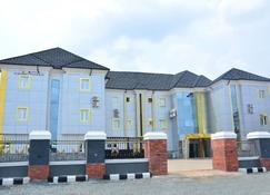 Golden dreams hotels and suites - Owerri - Building