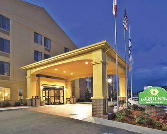 La Quinta Inn & Suites by Wyndham Summersville - Summersville - Building