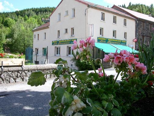 Hôtel Les Cévennes - Saint-Cirgues-en-Montagne - Building