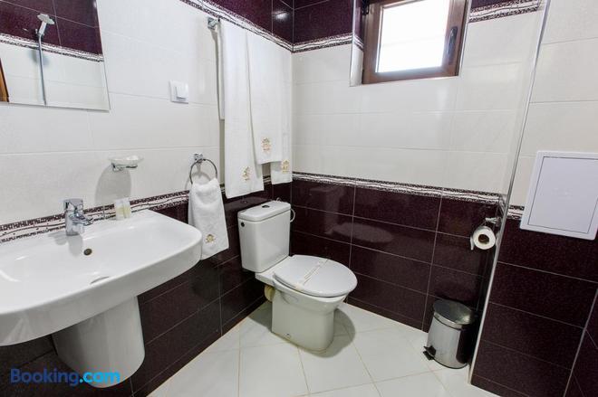 Hotel Nikol - Dolna Banya - Bathroom
