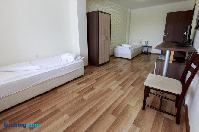 Hotel Nikol - Dolna Banya - Bedroom