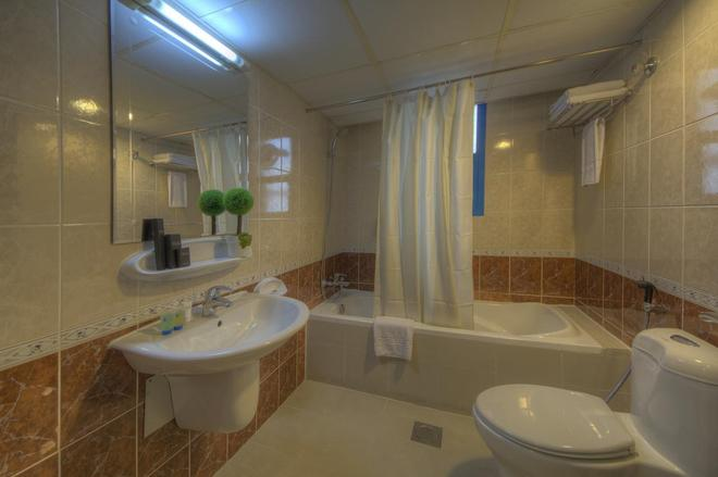 Nihal Residency Hotel Apartments - Dubai - Bathroom