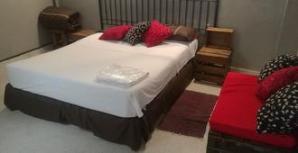 Hostal El Farol - Asuncion - Bedroom