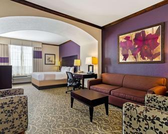 La Quinta Inn & Suites by Wyndham Burleson - Burleson - Bedroom