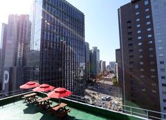 57 Myeongdong Hostel - Seoul - Balcony