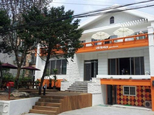 Hongdae Orange Guesthouse - Seoul - Building