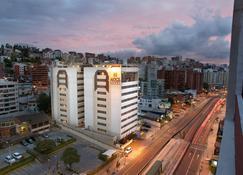 Hotel Akros by Bluebay - Quito - Buiten zicht