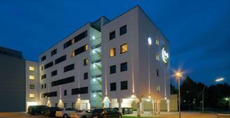 B&B Hotel Bonn - בון - בניין