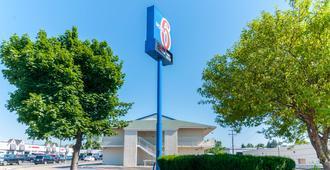 Motel 6 Detroit Nw - Farmington Hills - Farmington Hills - Building