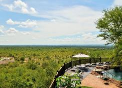 Victoria Falls Safari Lodge - Victoria Falls - Vista esterna