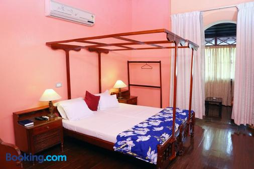 Chiramel Residency - Kochi - Κρεβατοκάμαρα