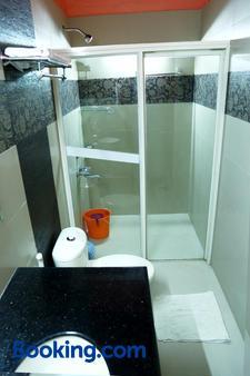 Chiramel Residency - Kochi - Μπάνιο