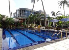 OYO 273 Maple Leaf Hotel - Negombo - Pool