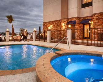 Best Western PLUS Flatonia Inn - Flatonia - Pool