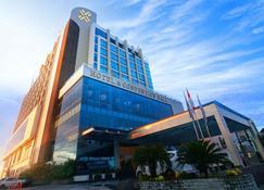 Platinum Balikpapan Hotel And Convention Hall - Balikpapan - Gebäude