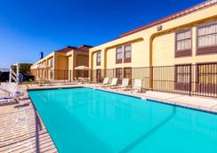 Baymont by Wyndham, Amarillo East - Amarillo - Piscina