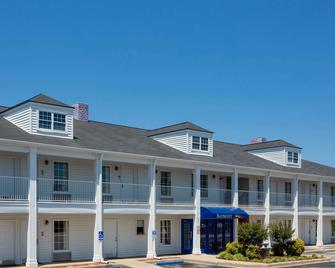 Baymont Inn & Suites Easley/Greenville - Easley - Building