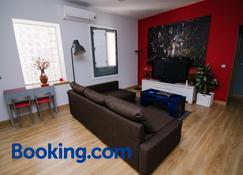 Ocho Home Apartamentos - Zamora - Living room