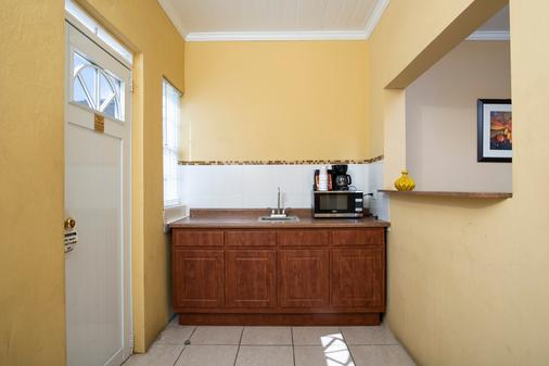 Bunker Hill Hotel - Saint Thomas Island - Kitchen
