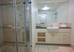 奎伊斯市雷吉斯公園酒店 - 開恩茲 - 凱恩斯 - 浴室