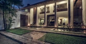 塔魯湖濱小屋別墅旅館 - 可倫坡 - 可倫坡 - 建築