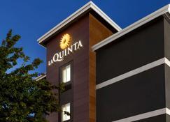 La Quinta Inn & Suites by Wyndham Salem OR - Salem - Rakennus
