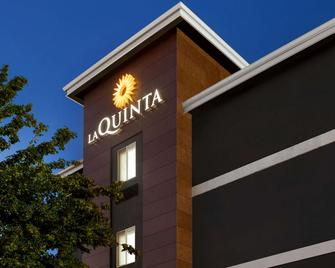 La Quinta Inn & Suites by Wyndham Salem OR - Salem - Gebäude