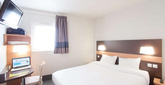 B&B Hotel Nîmes Centre Arènes - Nimes - Bedroom