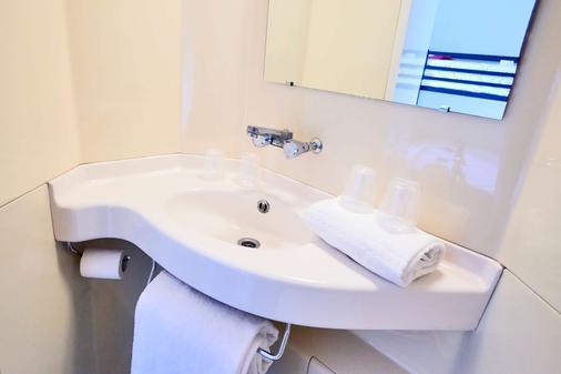 Première Classe Valence Sud - Valence - Bathroom