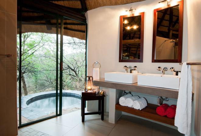 Leopard Mountain Safari Lodge - Hluhluwe - Bathroom